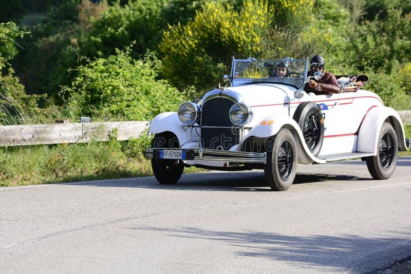 CHRYSLER 72 DE LUXE TERENÓWKA 1928 bieżny samochód w zlotnym Mille Miglia 2018 sławna włoska dziejowa rasa 1927-1957 obrazy stock
