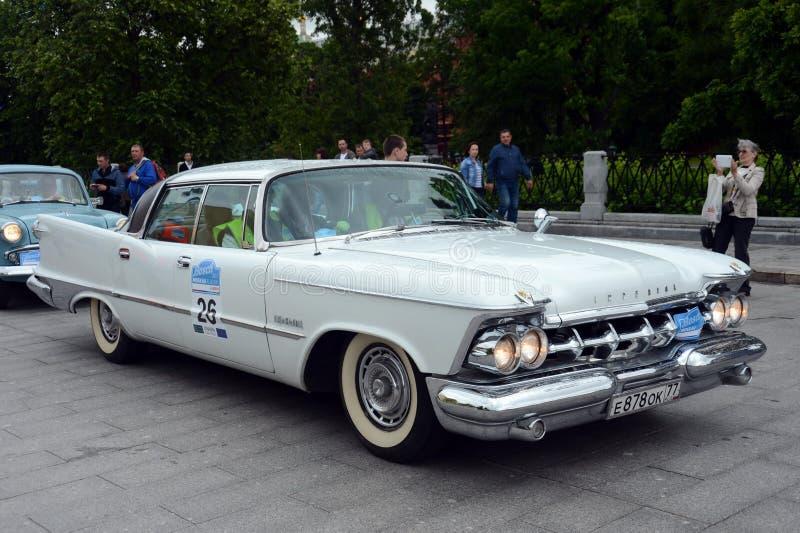 ` Chrysler-imperiale del ` dell'automobile sul raduno di vecchie automobili Bosch Moskau Klassik a Mosca fotografia stock