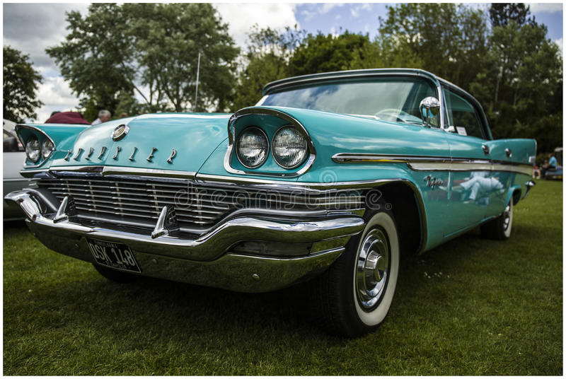 Chrysler Saratoga 1957 royaltyfri bild