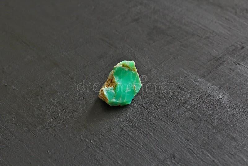 Chrysoprase jest naturalnym kamiennym kopalin?, kolekcja naturalni kamienie na czarnym tle zielone kamienie Odbitkowa przestrze?  obraz royalty free