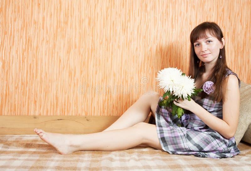 chryzantem kwiatu dziewczyna obrazy stock