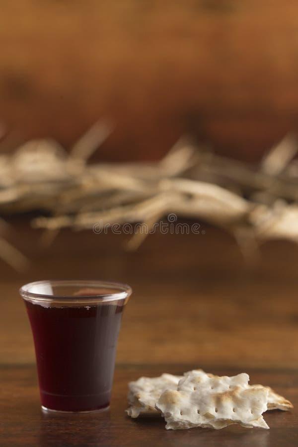 Chrześcijańska komunia wino i Niekwaszony chleb zdjęcie royalty free