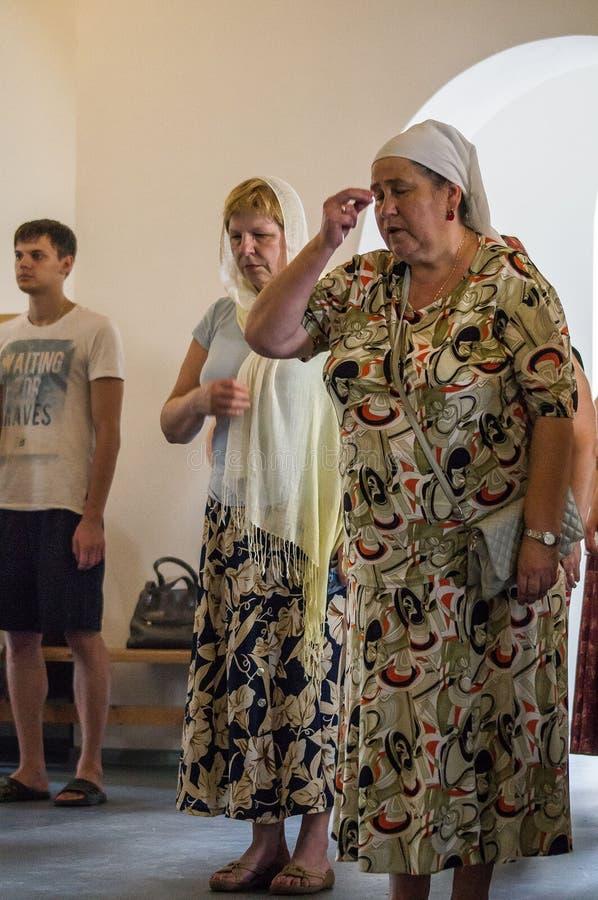 Chrześcijański cześć w dzień czczenia Świątobliwa Ortodoksalna ikona Kaluga matka bóg w Iznoskovsky okręgu, Kaluga zdjęcie royalty free