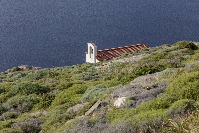 Chrze?cijanin, Ortodoksalny ko?ci?? w g?r? Andros wyspy, Grecja, Cyclades fotografia stock