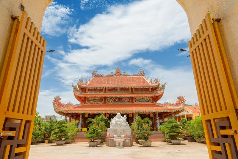 Chua Buu Dai Son Temple in Danang, k?hle Pagode mit einem netten Tor lizenzfreies stockbild