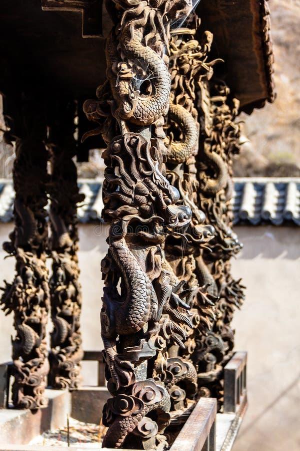 Chuandixia, prowincja hebei, Chiny: smok kształtne kolumny w Guandi świątyni zdjęcia stock