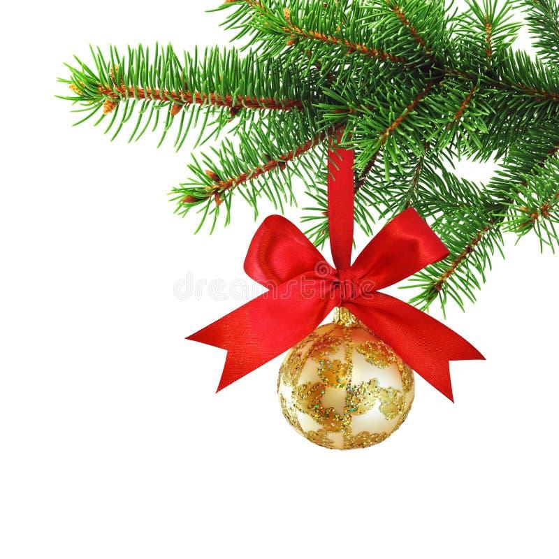 Chuchería adornada de oro de la Navidad con el arqueamiento rojo del satén imagenes de archivo