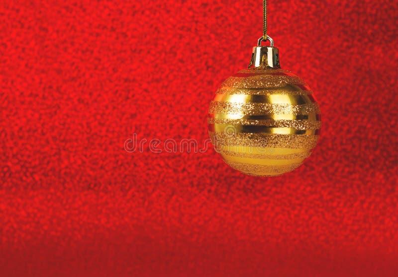 Chuchería de la Navidad en fondo borroso brillo rojo imágenes de archivo libres de regalías