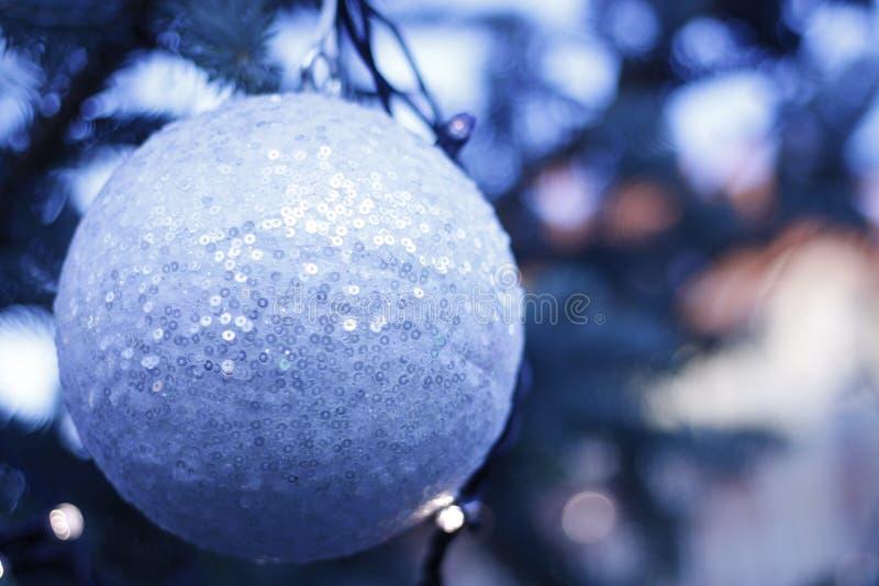 Chucherías de la Navidad - adornos decorativos imágenes de archivo libres de regalías
