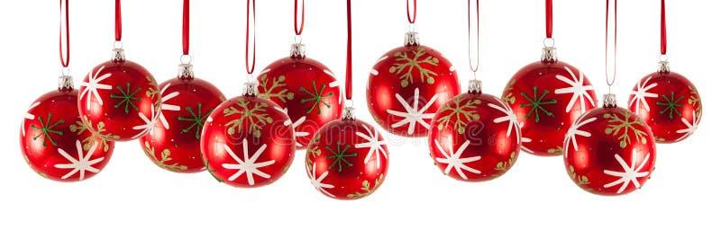 Chucherías de la Navidad en fila aisladas en el fondo blanco fotos de archivo libres de regalías