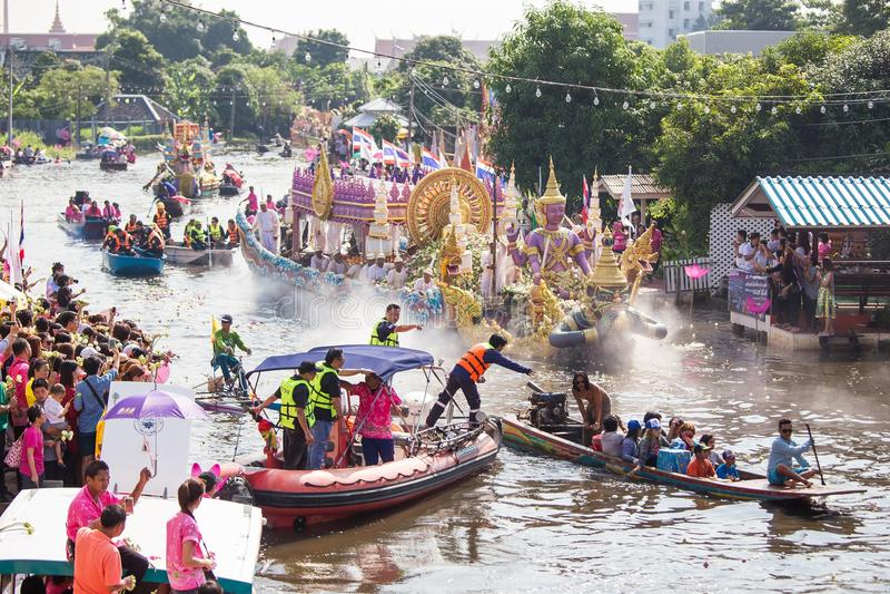 Chuck Bua Festival ståtar är en tradition av det lokala folket i Samutprakan arkivfoton