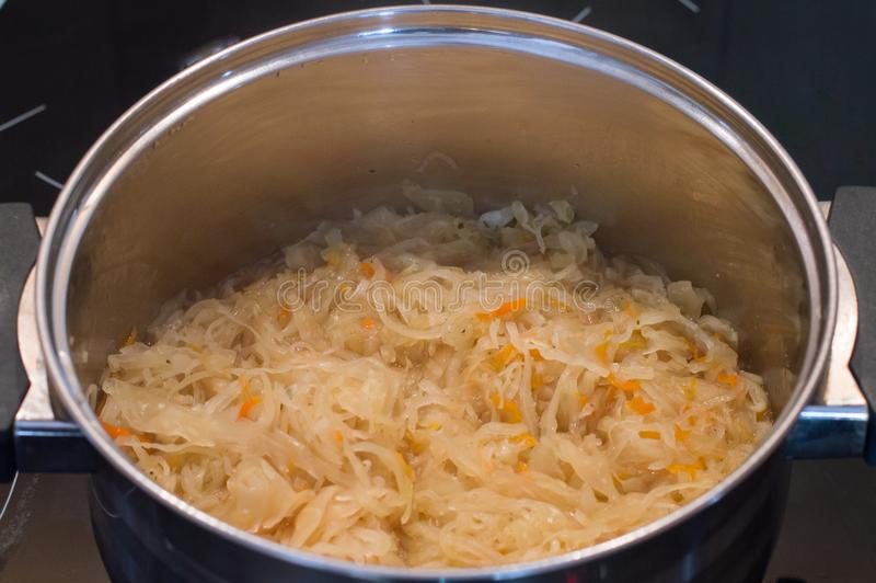 Chucrut polaca del kapusta del kiszona con agua para la sopa de la col imagen de archivo