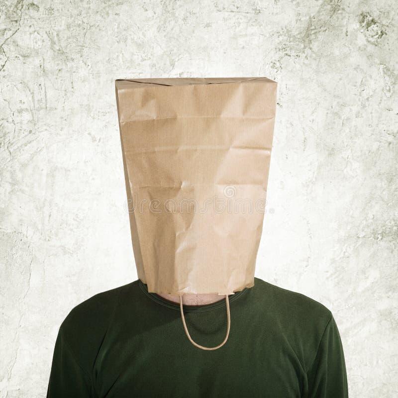 Chujący za papierową torbą fotografia royalty free
