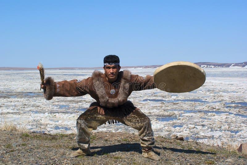chukchi舞蹈伙计 免版税库存图片