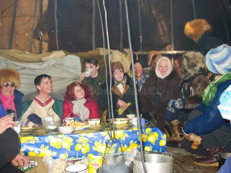 Chukotka在比利比诺,Chukchi 事件和贸易,全国衣物 整整的冬天 免版税库存照片