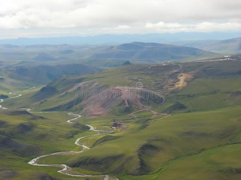 Chukotka本质和村庄的看法从直升机的高度的 库存图片