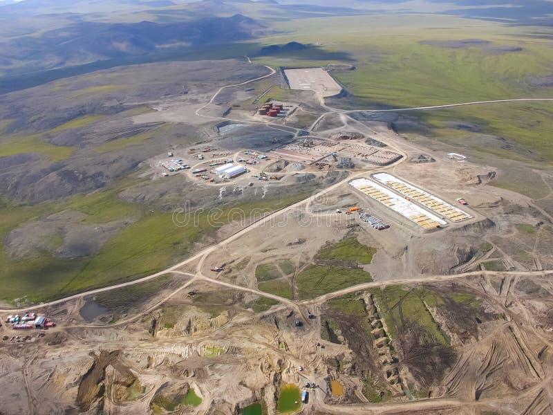 Chukotka本质和村庄的看法从直升机的高度的 图库摄影