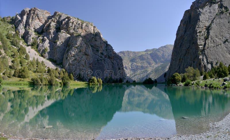Chukurak sjö - Fann Mountains, Tadzjikistan arkivfoto