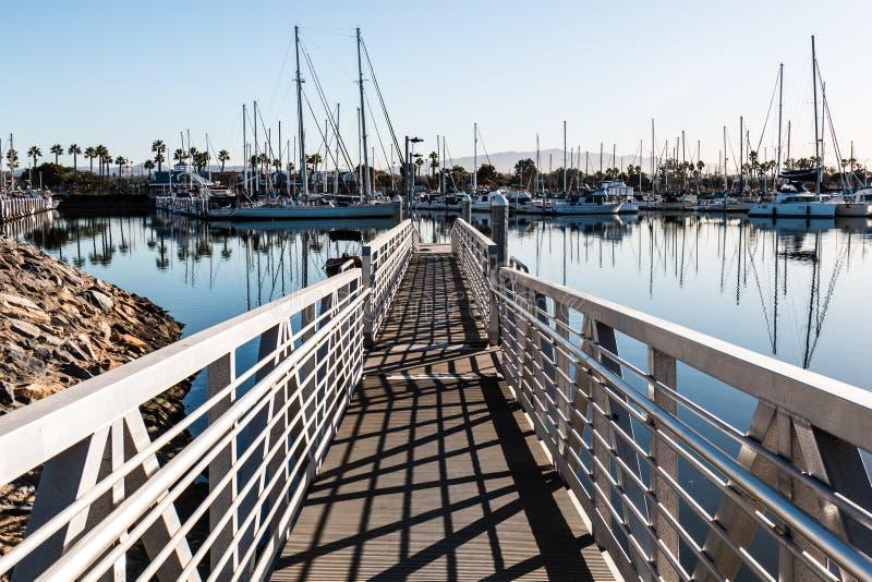 Chula比斯塔Bayfront公园小船发射舷梯和小游艇船坞 图库摄影