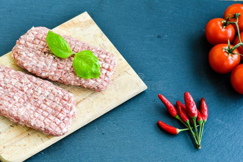 chuleta del filete de la carne cruda para la hamburguesa fotos de archivo