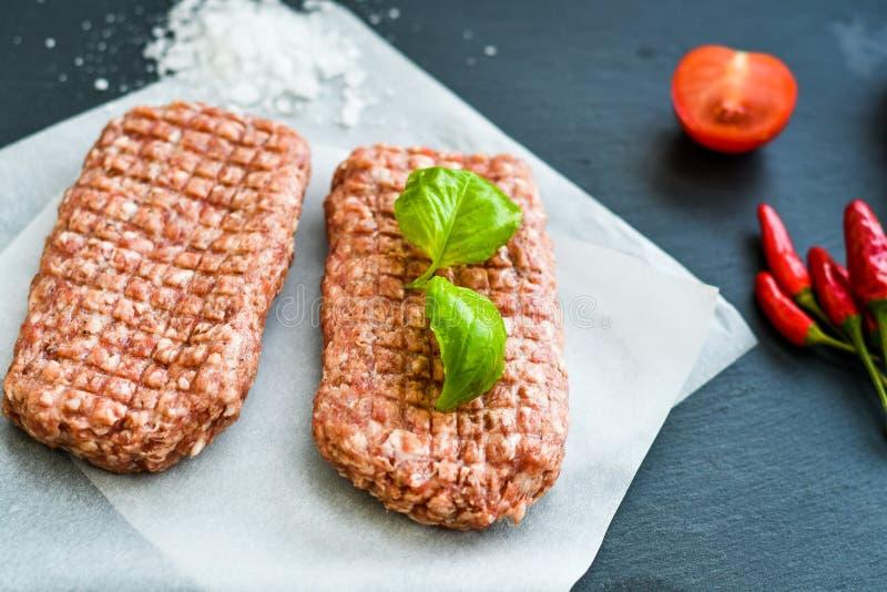 chuleta del filete de la carne cruda para la hamburguesa fotos de archivo libres de regalías