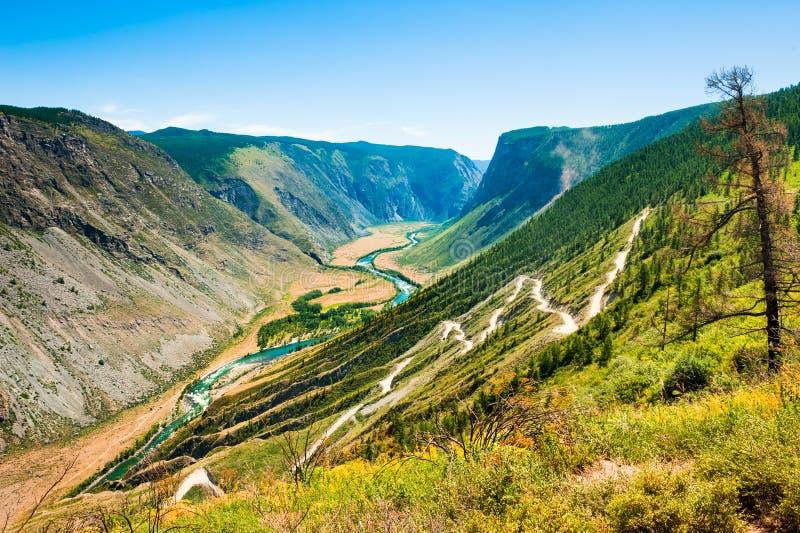 Chulyshman River Valley und Katu-Yaryk überschreiten, Altai, Russland lizenzfreie stockfotografie