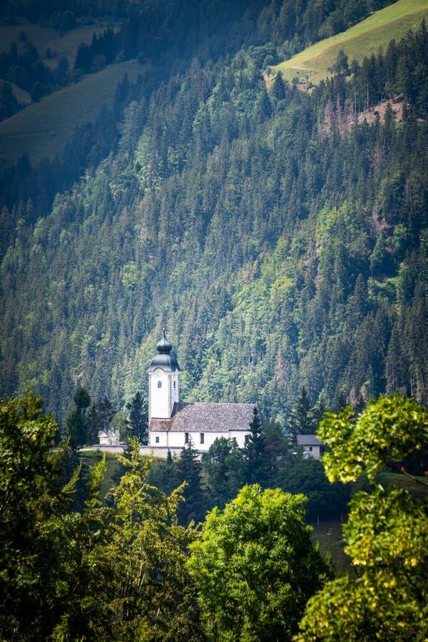 Church Župnijska cerkev sveti Jakoba i Črna na Koroškem, Slovenien royaltyfria foton