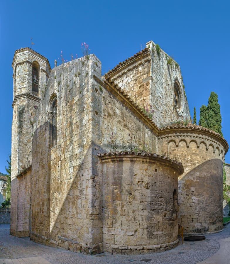 Church de San Vicente de Besalu, España imagenes de archivo