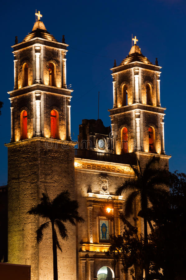 Download Church At Night In Valladolid Mexico Stock Photo - Image: 24830114