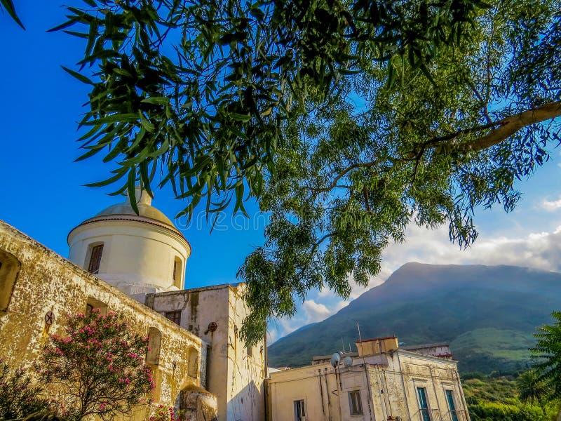 Church San Vincenzo Ferreri St Vincent Ferreri In Stromboli, Italië stock afbeeldingen