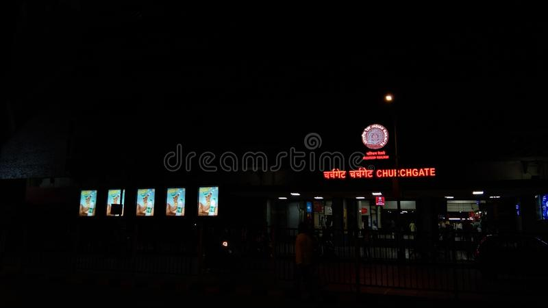 churchgate本地电台孟买夜视图  库存图片