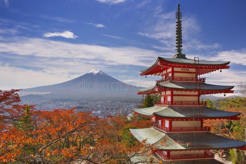 Chureito塔和富士山,日本在秋天 免版税库存照片