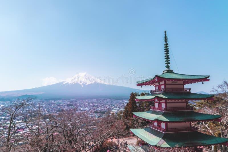 Chureito塔寺庙冬天富士登上在背景中 图库摄影