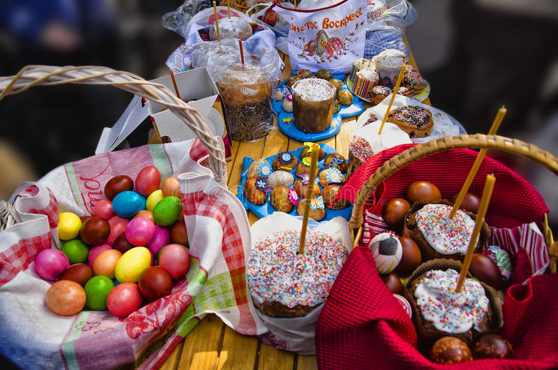 Churh wakacje, wielkanoc, świeczka, jajka zdjęcie royalty free