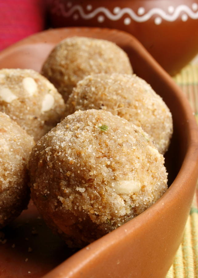 Churma Ladoo - un grano ha basato il dolce dall'India fotografia stock libera da diritti