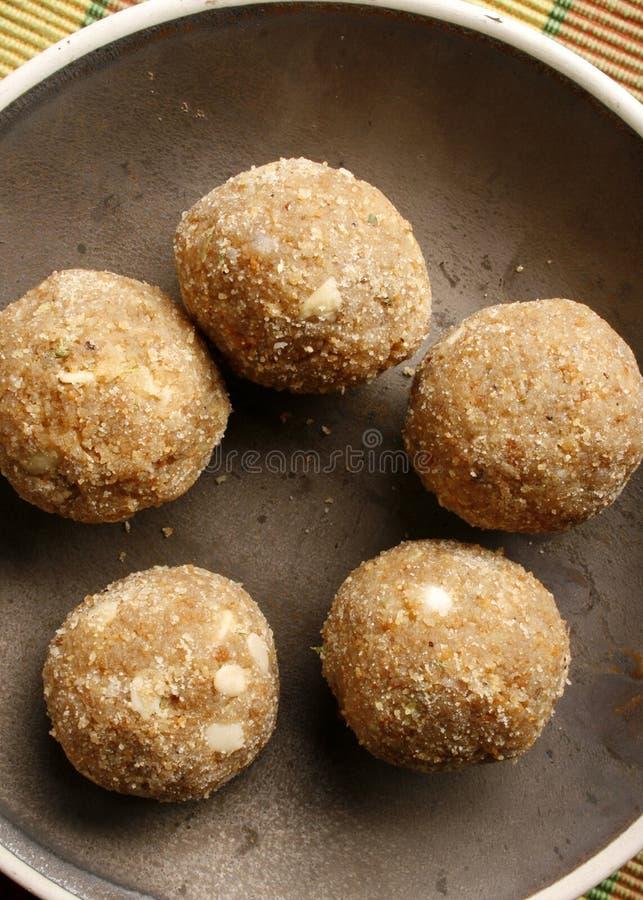 Churma Ladoo - un grano ha basato il dolce dall'India fotografia stock
