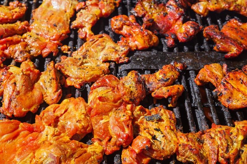 Churrasco da galinha no assado fotografia de stock