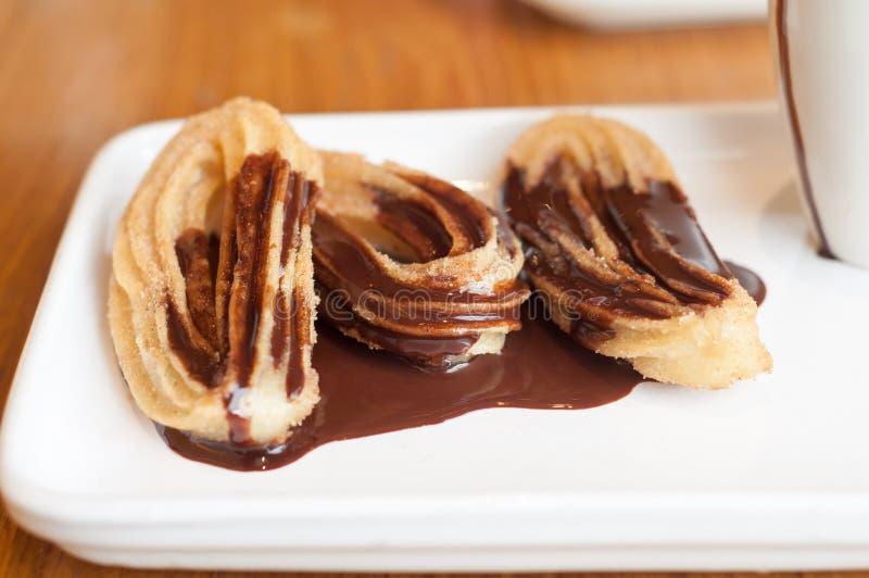Churros用熔化巧克力 图库摄影