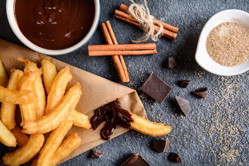 Churros с соусом шоколада окуная стоковое фото