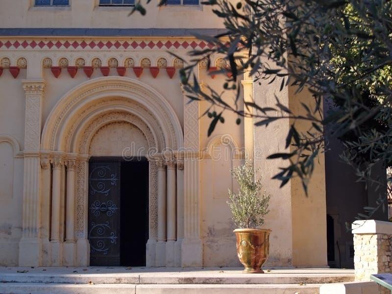 Chusclan - Provençal by i sydliga Frankrike royaltyfri fotografi