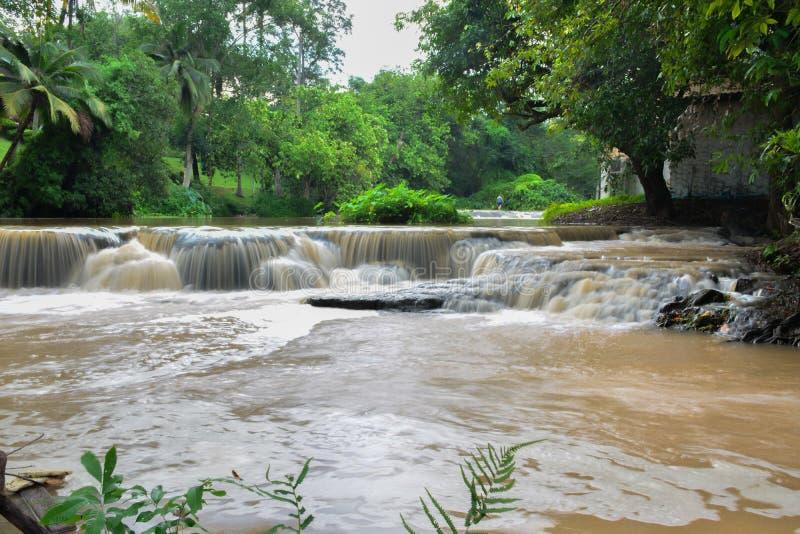 Chute de l'eau dans le saraburi, Thaïlande images libres de droits
