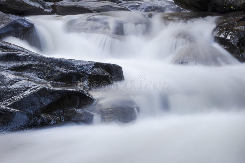 Chute 01 de l'eau de Mae Ya image libre de droits