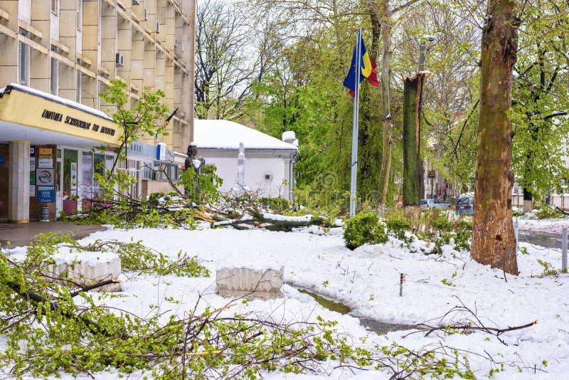 Chute de neige importante dans Moldau, vue des rues au centre de la ville images libres de droits