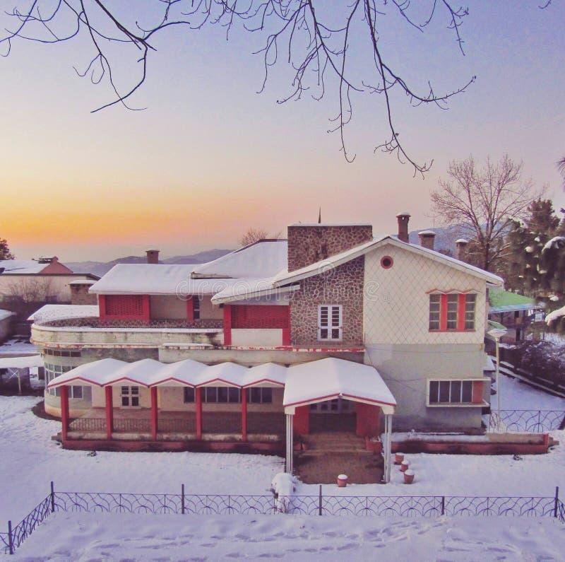 Chutes de neige d'hiver images stock