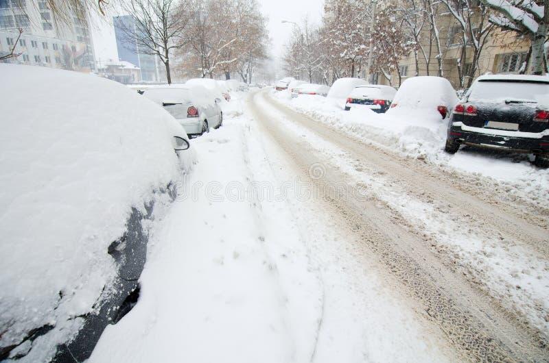 Chutes de neige extrêmes - routes vides photographie stock libre de droits
