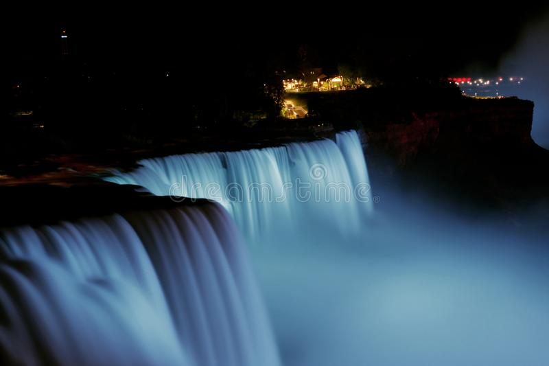 Chutes du Niagara la nuit photos libres de droits