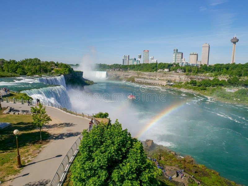 CHUTES DU NIAGARA, New York - JUIN 12,2018 : Les visiteurs de personnes sur des chutes du Niagara est les cascades New York, Etat photos libres de droits