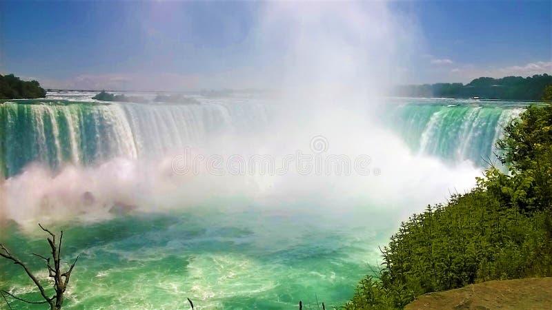 Chutes du Niagara par beau jour d'été photos stock