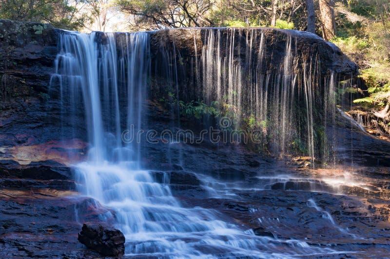Chutes pleurantes de roche, paysage de cascade photographie stock