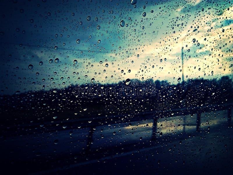Chuva fora imagem de stock